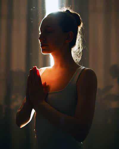 Achtsamkeit mit Yoga und Feldenkrais in der Körperhaltung